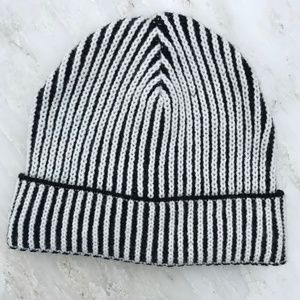 FOREVER 21 — Winter Snow Hat Knit Striped Beanie